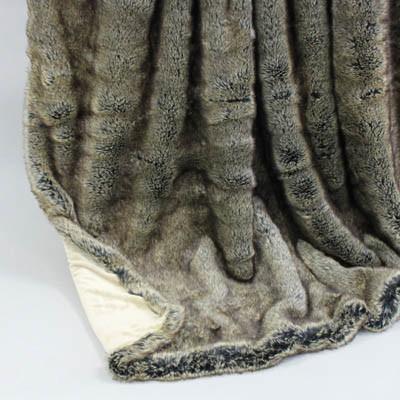 Wendedecke Wolf/creme, ca. 150 cm x 200 cm