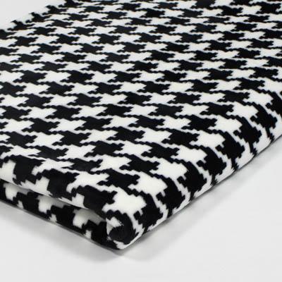 kuscheldecke mikrofaserdecke tagesdecke wohndecke decke silktouchprint hahnentritt schwarz. Black Bedroom Furniture Sets. Home Design Ideas